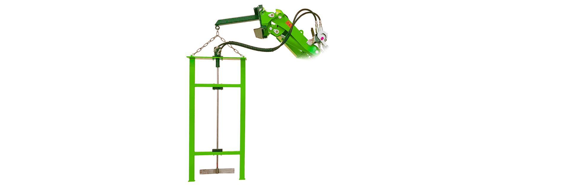 Arbejdsbillede af gylleomrører monteret på en avant minilæsser i showroomet