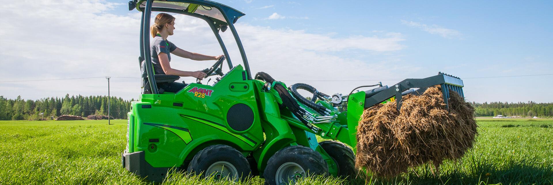 Arbejdsbillede af Overfald XL til avant minilæssere i landbruget