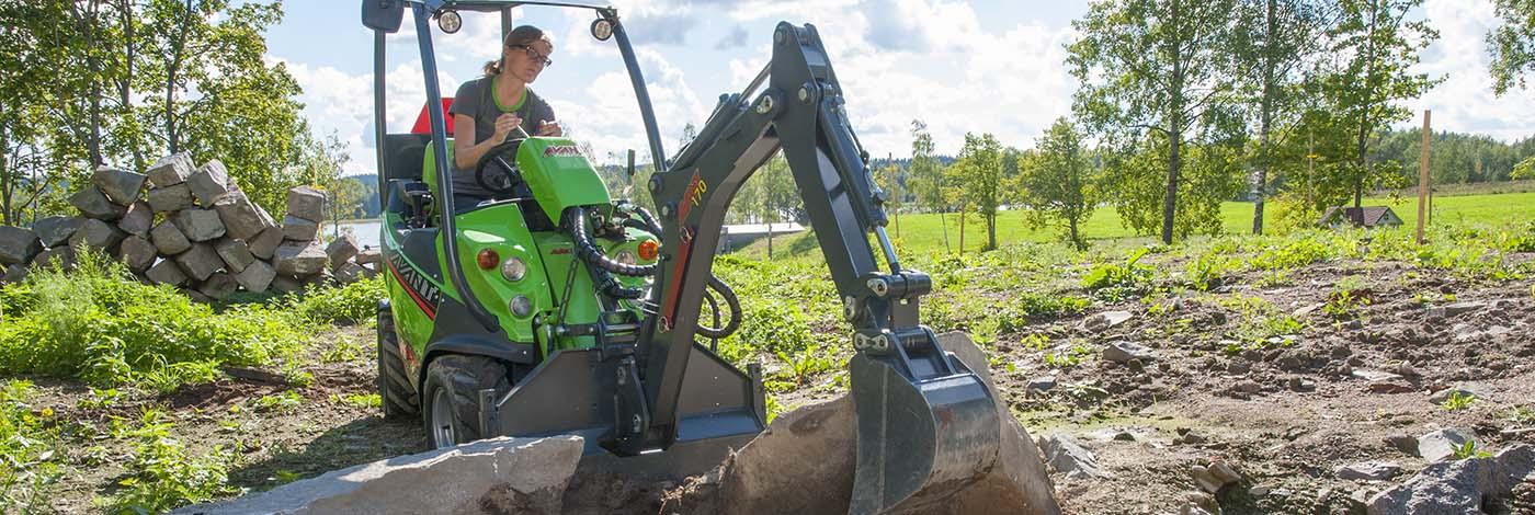 Med denne rendegraver arm er din minilæsser en kørende gravemaskine.