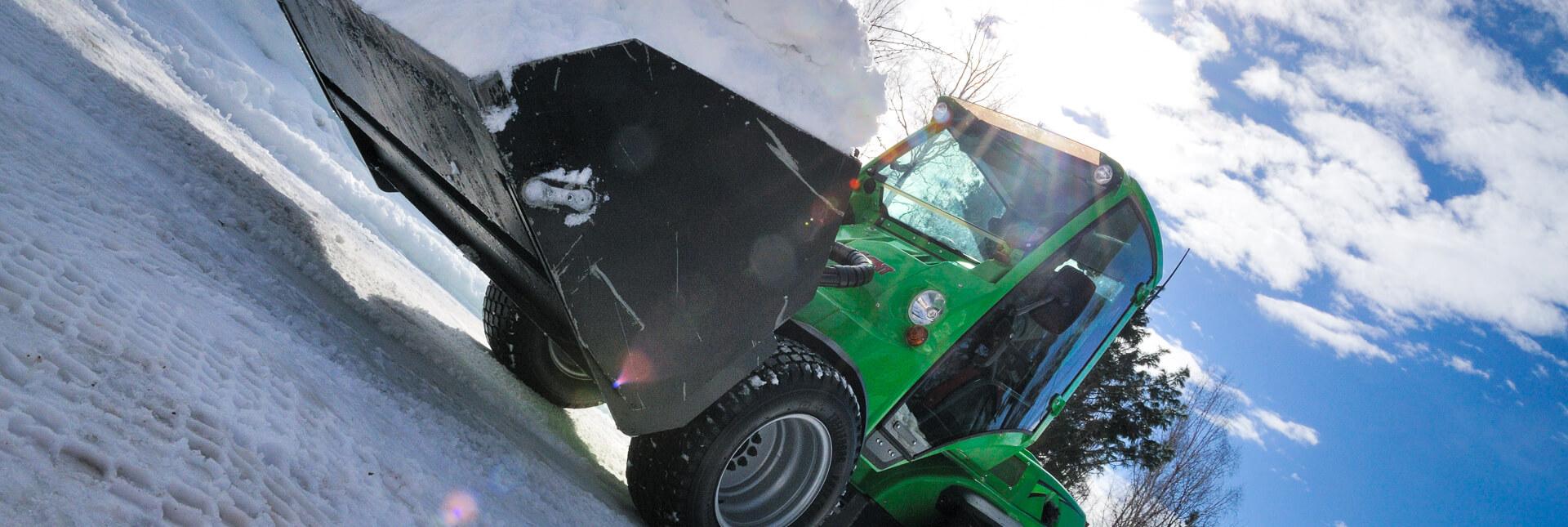 Arbejdsbillede af Skovl højtip XL på avant minilæsser
