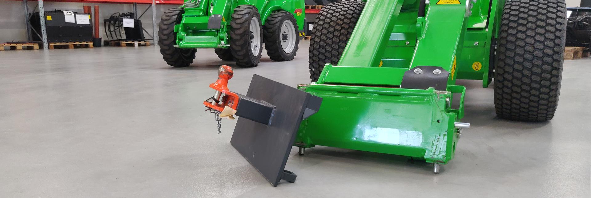 Arbejdsbillede af Redskabsplade m/Træk til flytningen af trailere til avant minilæsser