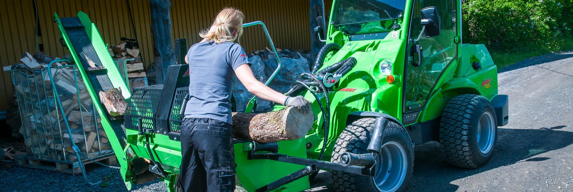 Arbejdsbillede Træskærer/-kløver til AVANT minilæsser