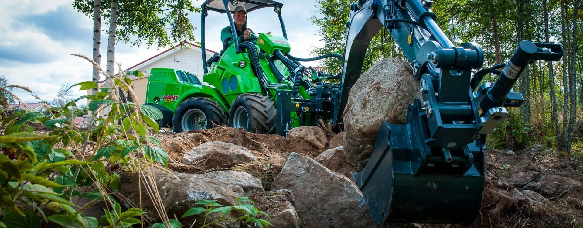 Miljøbillede af AVANT 600 med gravearm