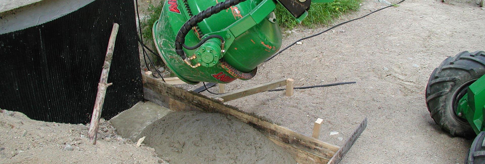 miljøbillede af AVANT minilæsser med cementblander