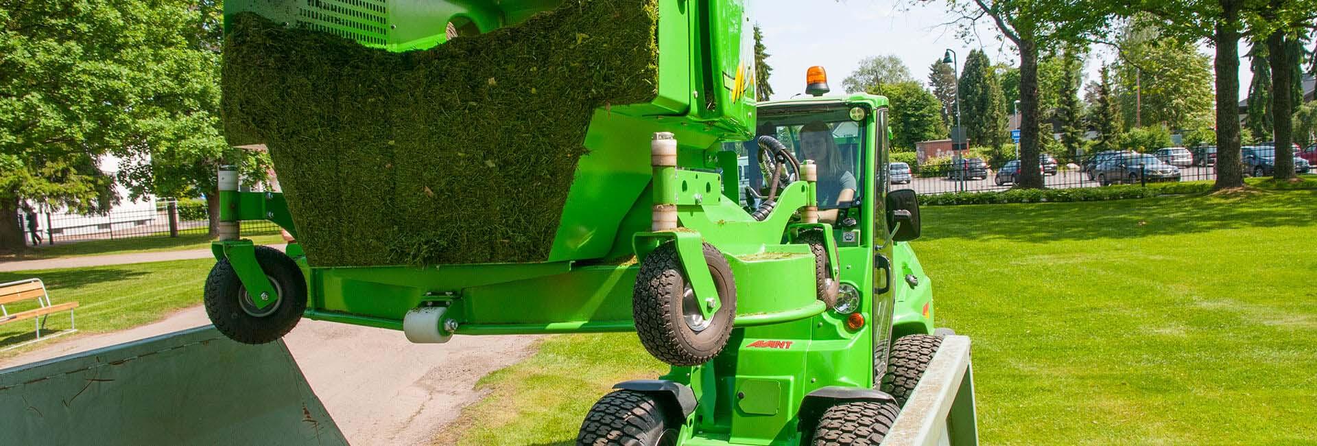 miljøbillede af AVANT med græsklipper 1500 med opsamlerboks monteret